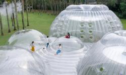 Nafukovací pavilon v Číně láká pozornost dětí i dospělých