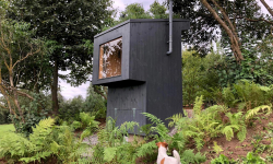 Z-Bioloo je evoluční venkovní toaleta, které nechybí ani vyhlídkové okno