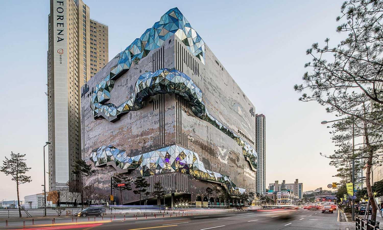 Obchodní dům v Jižní Koreji se pyšní nevšední skleněnou vyhlídkou