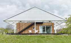 Novodobá stavba v Podkrkonoší se může pochlubit skleníkem na střeše