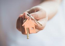 """Koupili jste nemovitost a došly vám finance? Zpětné refinancování umožní vzít si úvěr i """"později"""""""