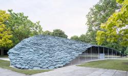 Japonský architekt Ishigami postavil pavilon jen z hromady kamenů